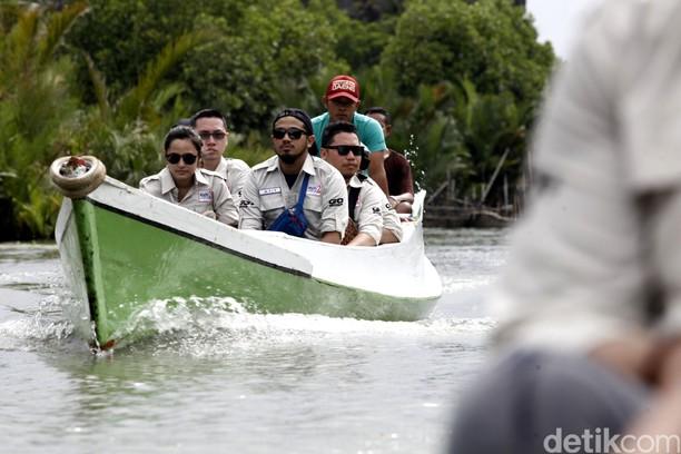 Risers Datsun Menyusuri Sungai dan Perbukitan