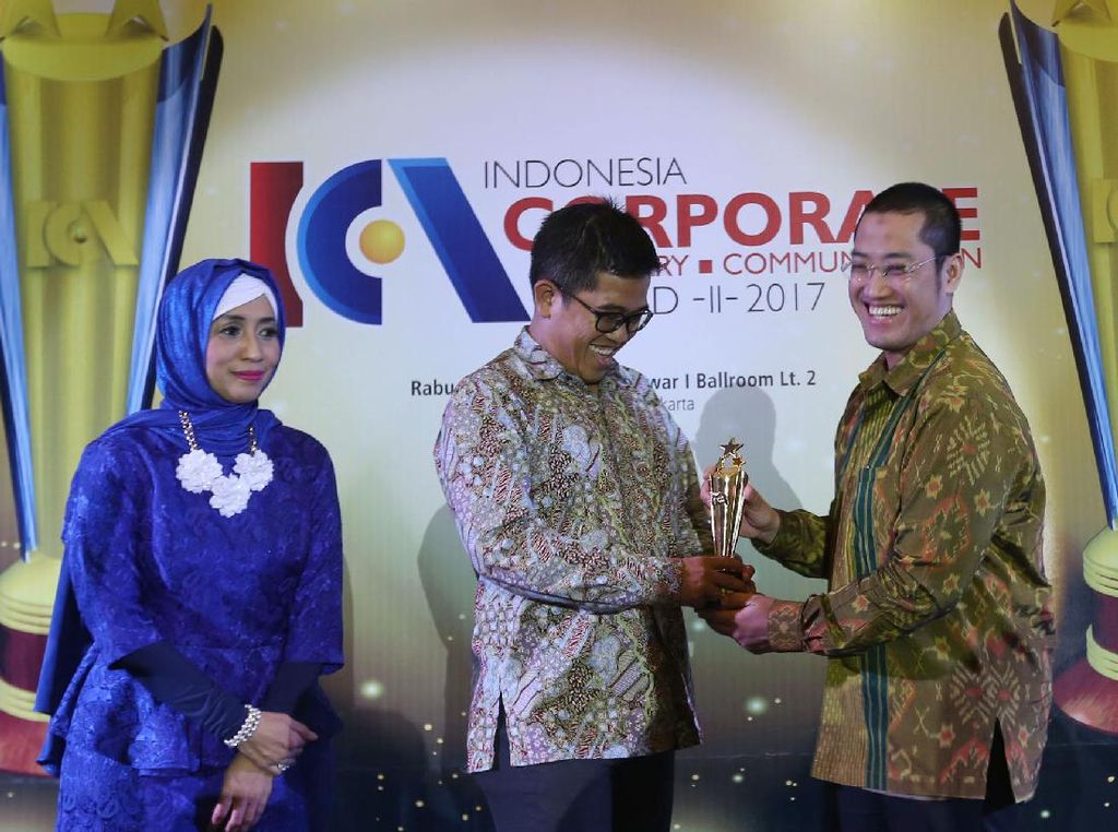 FIFGroup Raih Corcomm of The Year 2017