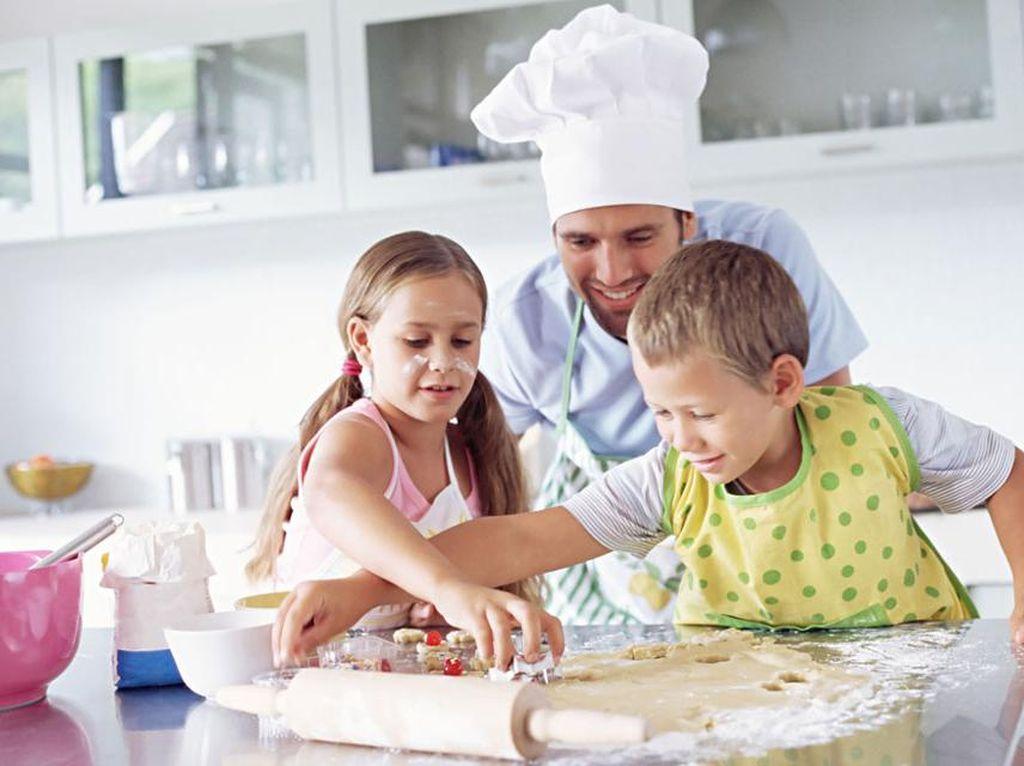 Ini 9 Tips Penting Saat Membuat Kue dengan Si Kecil (1)