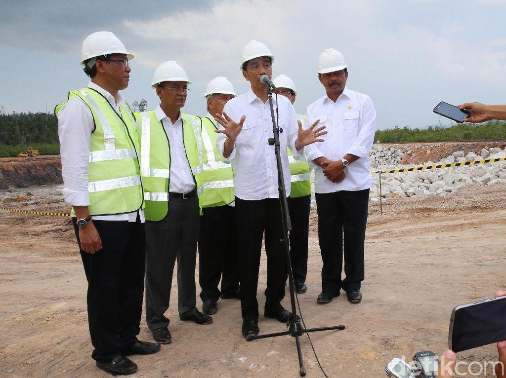 Jokowi dan Menteri PUPR Tinjau Bendungan Batam
