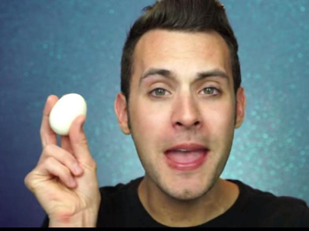 Blogger Ini Ganti Spons Beauty Blender dengan Sebutir Telur Rebus