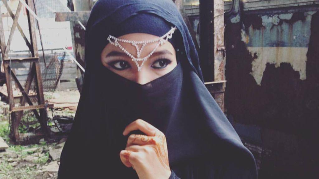 Foto: Gaya Hijab Si Manis Ariska, DJ Berhijab yang Jadi Viral