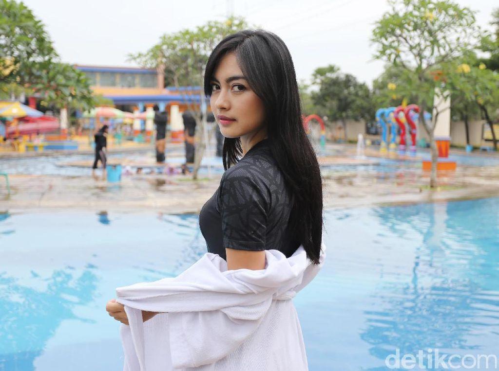 Berenang Bareng Vizza Dara