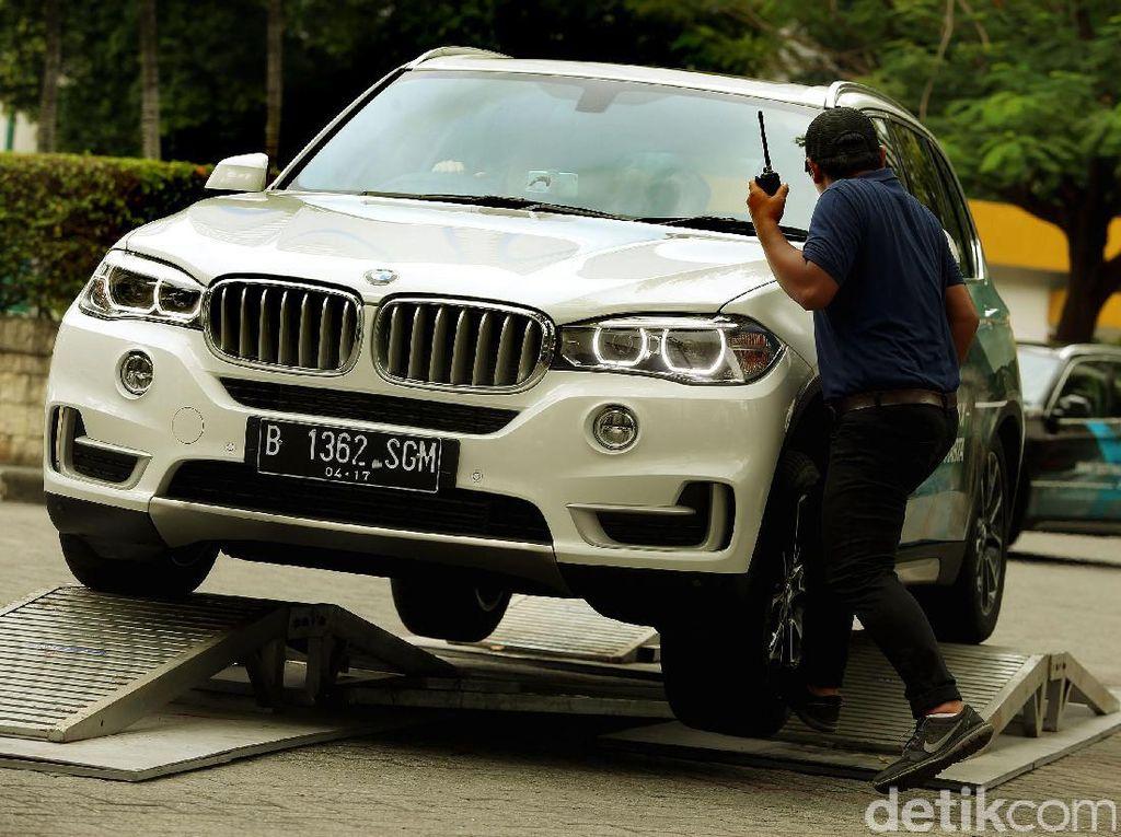 Merasakan Performa BMW Seri X di Senayan