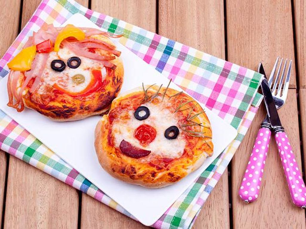 Yuk, Ajak Anak Bikin Mini Pizza Berbahan Roti yang Praktis!
