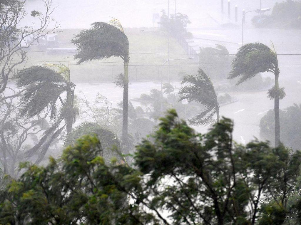Begini Dahsyatnya Topan Debbie di Australia