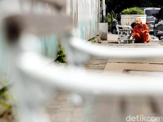 Pasukan Oranye Percantik Kursi Pedestrian