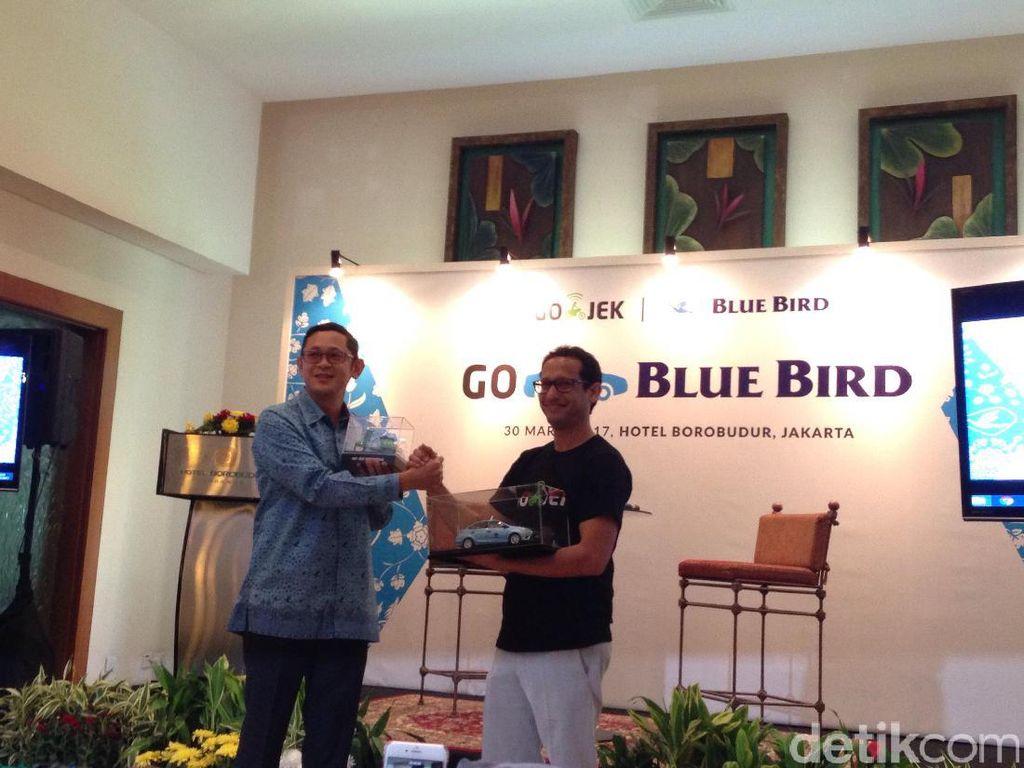 Momen Ketika Go-Jek dan Blue Bird Akur