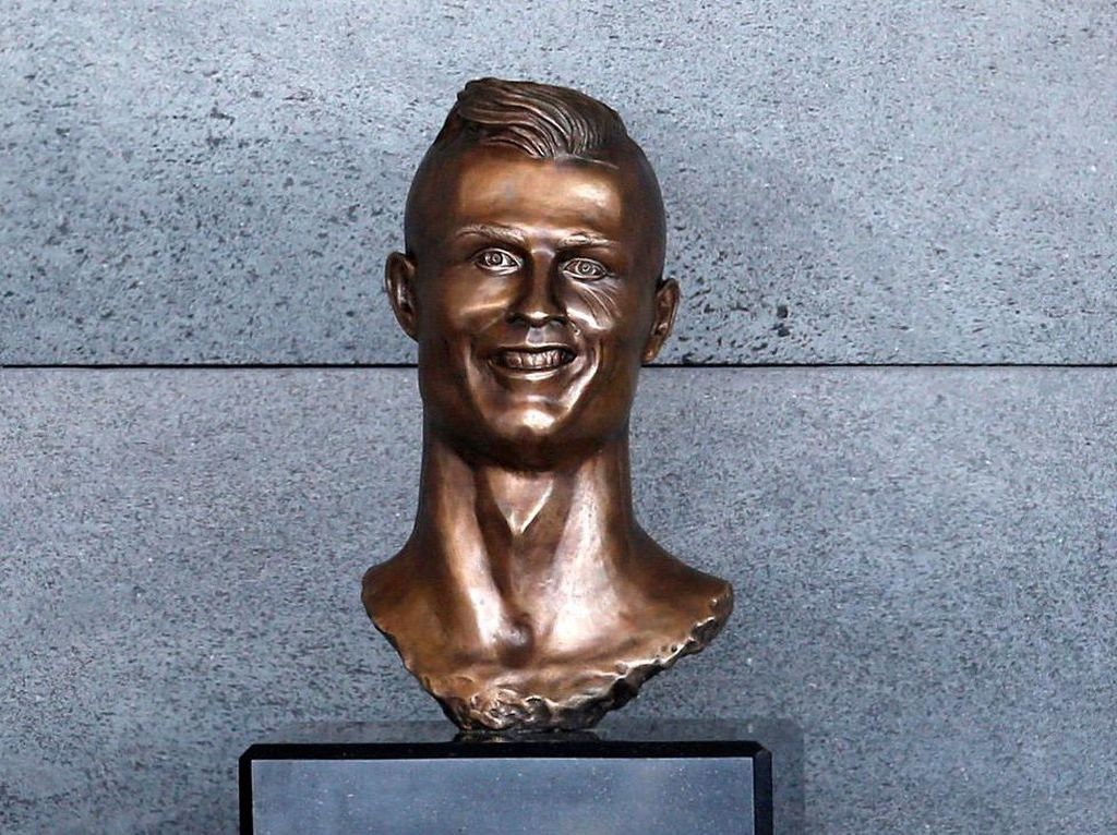 Ini Patung Wajah Ronaldo yang Jadi Olok-olokan
