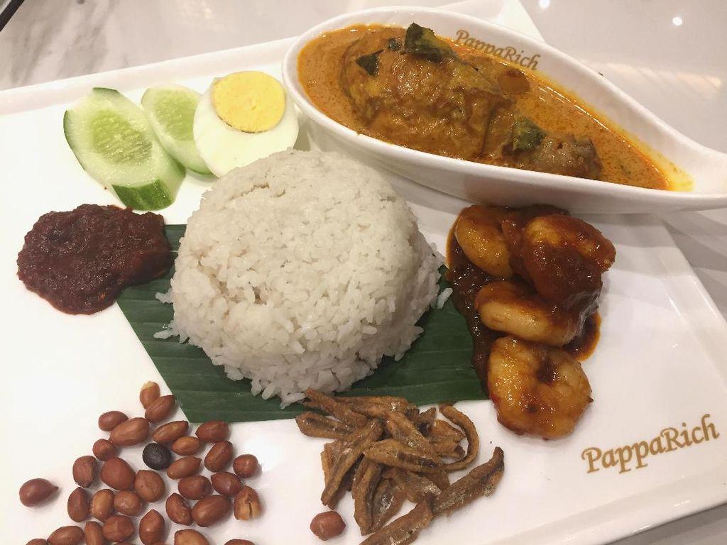 Sedapnya Nasi Lemak dengan Kari Ayam dan Sambal Goreng Udang