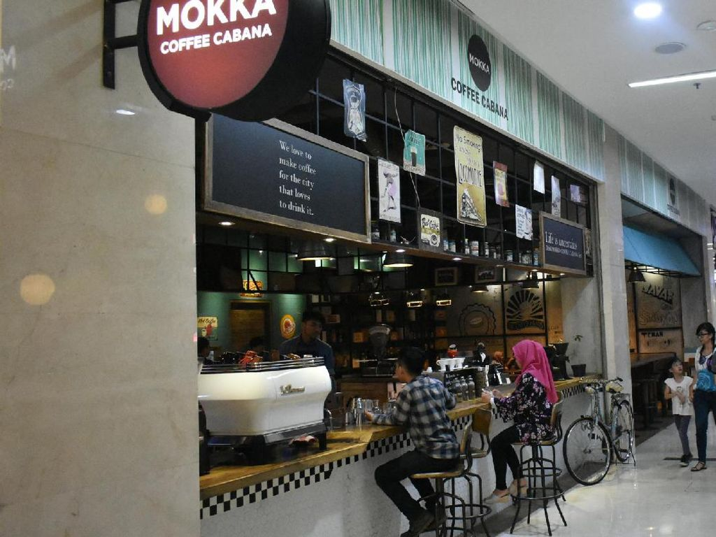 Moka Coffee Cabana yang bertempat di Bintaro Jaya Xchange Mall ini punya sajian kopi enak. Mulai dari kopi Toraja, Aceg Gayo hingga House Blend. Tempatnya nyaman, membuat Anda dapat duduk berlama-lama di sini.
