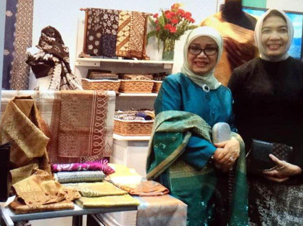 Hal itu disampaikan istri Wapres JK saat mengunjungi International Innovative Craft di Bangkok, Thailand akhir pekan lalu. (Tim Media Wapres)