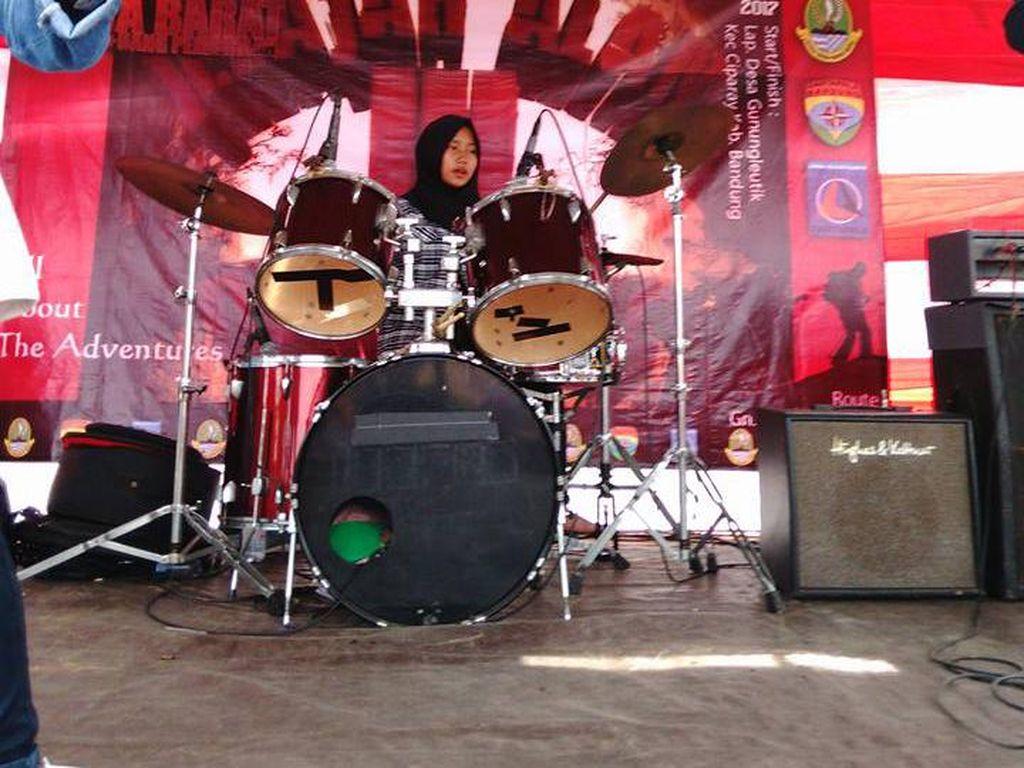 Mengenal Sosok di Balik VoB, Band Metal Berhijab Asal Garut yang Viral