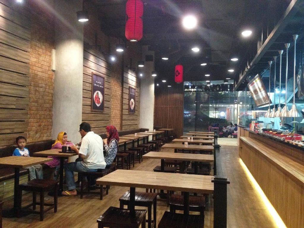 Tamoya merupakan restoran udon asal Jepang yang didirikan Tamotsu Kurokawa. Gerainya ada di beberapa mal Jakarta. Salah satunya di One Belpark.