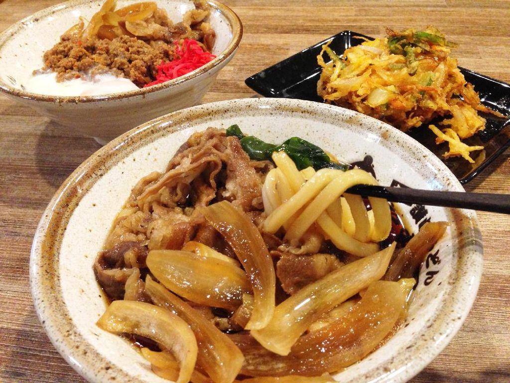 Gurih Hangat Sanuki Udon dan Rice Bowl Bertabur Daging Cincang