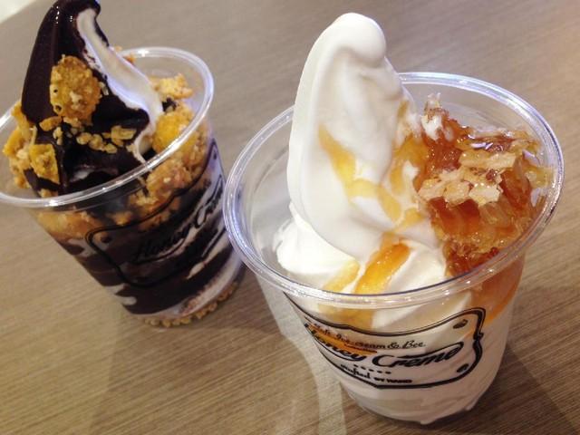 Slruup! Soft Ice Cream Vanilla dengan Topping Sarang Lebah Legit
