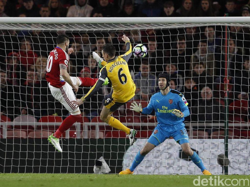 Di paruh kedua, Middlesbrough yang meningkatkan intensitas serangan mampu menyamakan kedudukan lewat gol Alvaro Negredo. Reuters/Lee Smith.