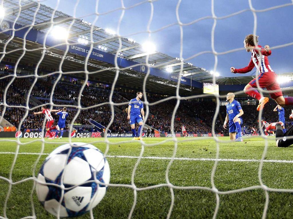 Di menit 26, Saul Niguez membawa Atletico memimpin 1-0, setelah menyambut crossing Filipe Luis dengan sundulan ke arah tiang jauh. Carl Recine/Reuters.
