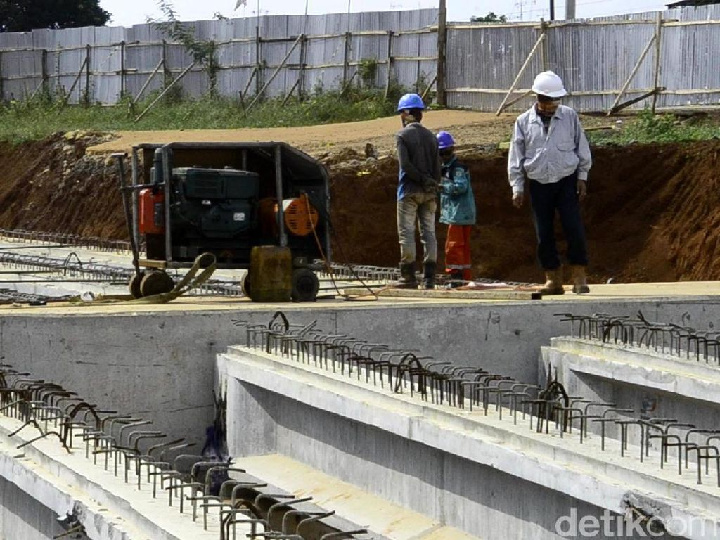 Pengerjaan yang masih menyisahkan saat ini berupa pengecoran jalan, pemasangan grinder untuk pesimpangan jalur tol dengan jalan umum, dan pembuatan jembatan. Pool/Robby Bernardi.