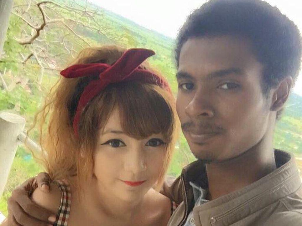 Potret Istri Jelita Pilih Suami Biasa yang Hebohkan Netizen