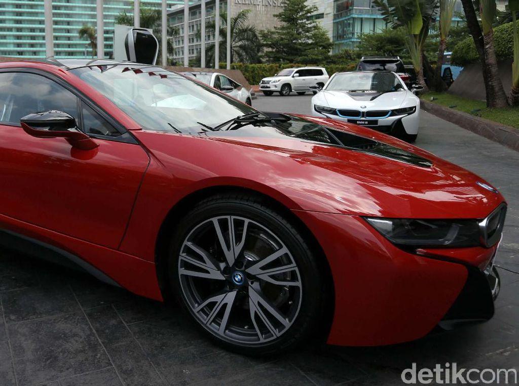 Bersamaan dengan penyerahan edisi khusus BMW i8 Protonic Red Edition ke pelanggan Indonesia, ini menandakan masa depan yang menjanjikan untuk e-mobility di Indonesia.