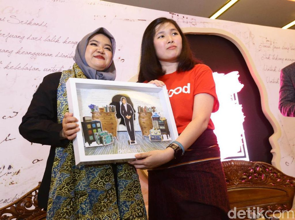 Bukan hanya Medina yang muda dan menjadi pemimpin saat ini, pendiri aplikasi donor darah ReBlood Leonika Sari Njoto Boedioetomo, juga merupakan salah satu Kartini milenial. Ia berhasil mendirikan aplikasi yang bisa mengingatkan orang akan pentingnya donor darah.