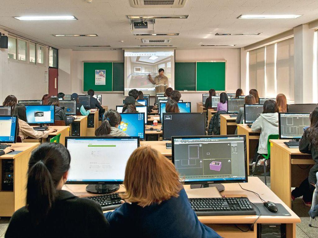 Mahasiswa di Korsel belajar dengan komputer terkini. Foto: Hufpost