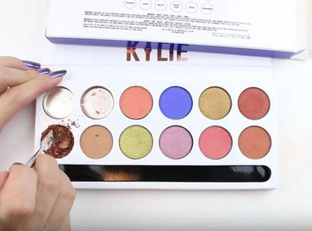 Merusak Makeup dan Di-posting di YouTube Jadi Tren Ngevlog Baru?