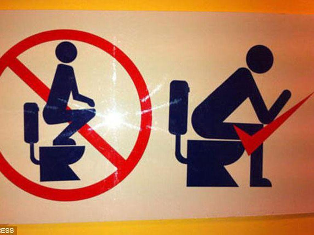 Jangan jongkok di toilet duduk. Foto: istimewa