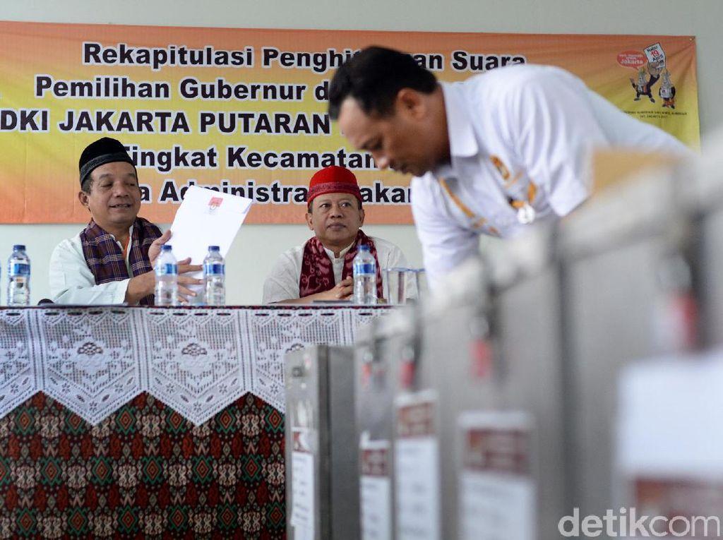 Penghitungan manual ini akan menjadi landasan KPU DKI Jakarta menentukan hasil Pilgub.