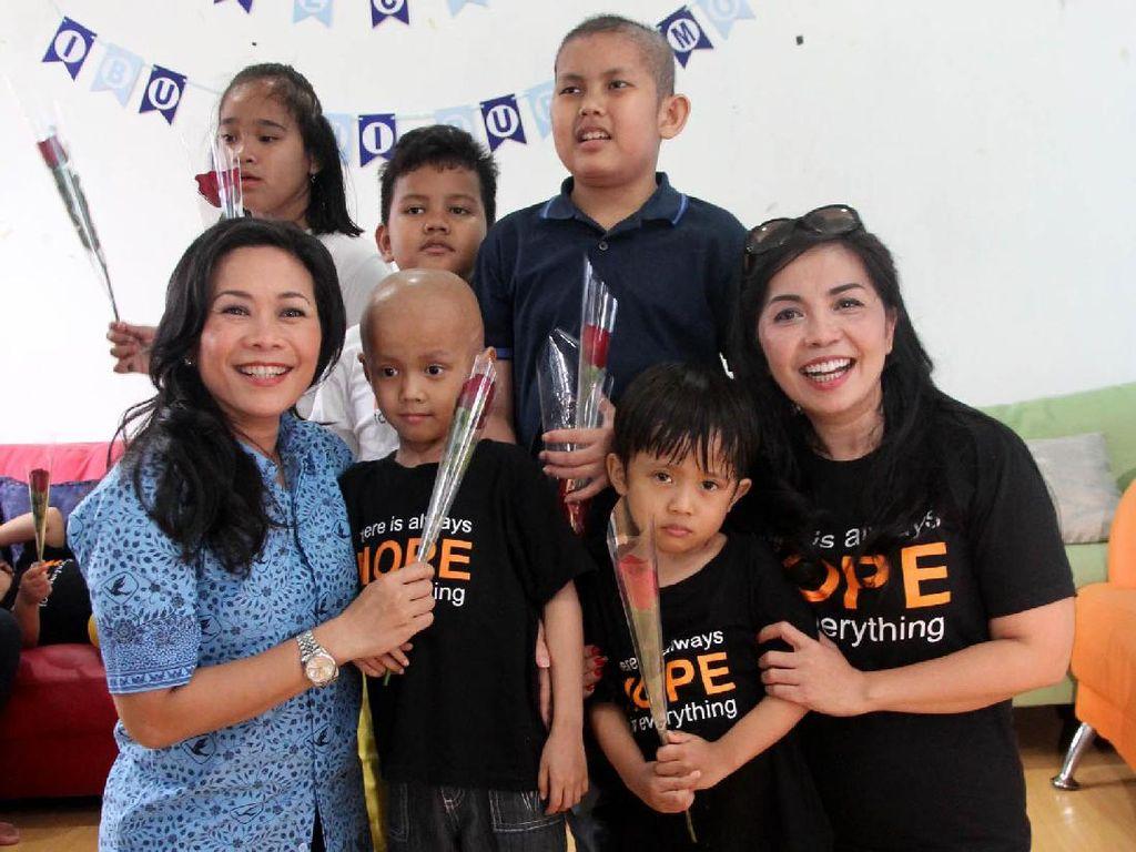Blue Bird membuka workshop untuk para orangtua yang anaknya menginap di Yayasan Harapan Valencia Care Foundation, Jakarta. Pool/Blue Bird.