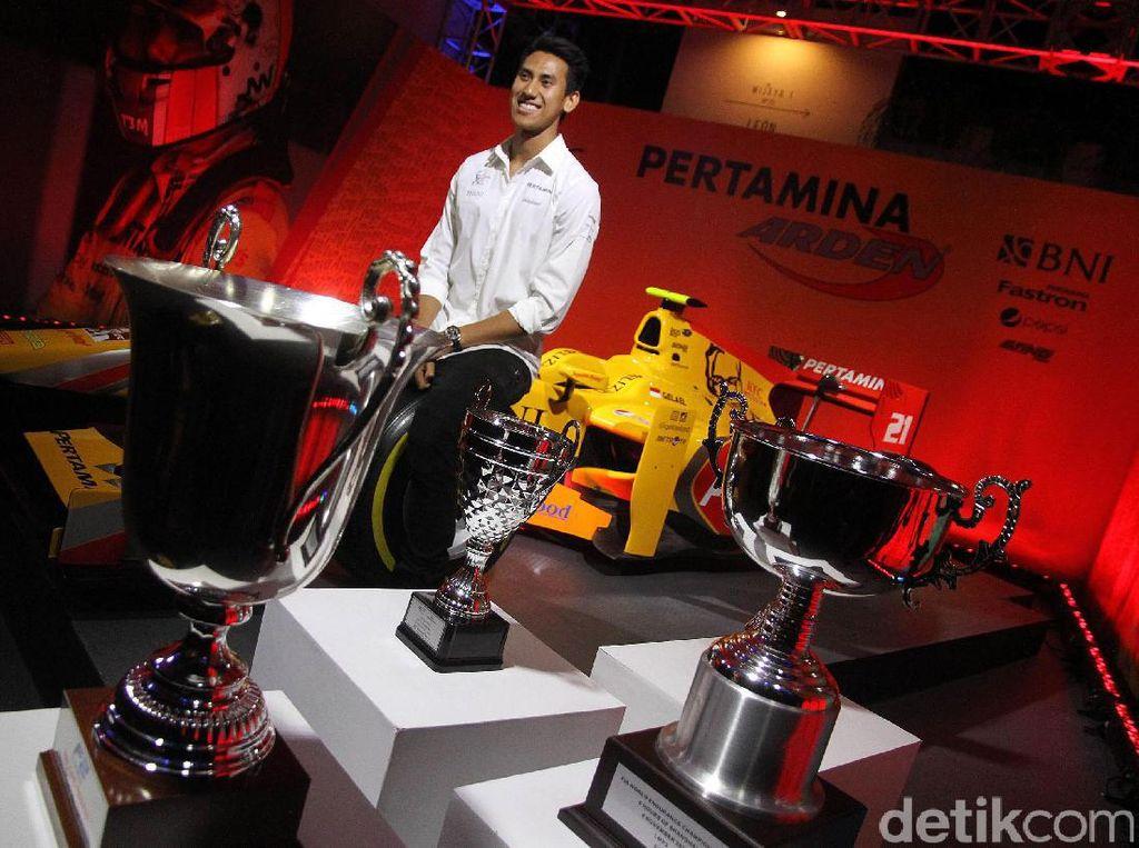 Sean baru saja menjalankan tugasnya menjadi test driver Toro Rosso di Bahrain. Dia masih akan menjadi pe tes yang dijalani Sean yakni Hongaria dan Abu Dhabi.