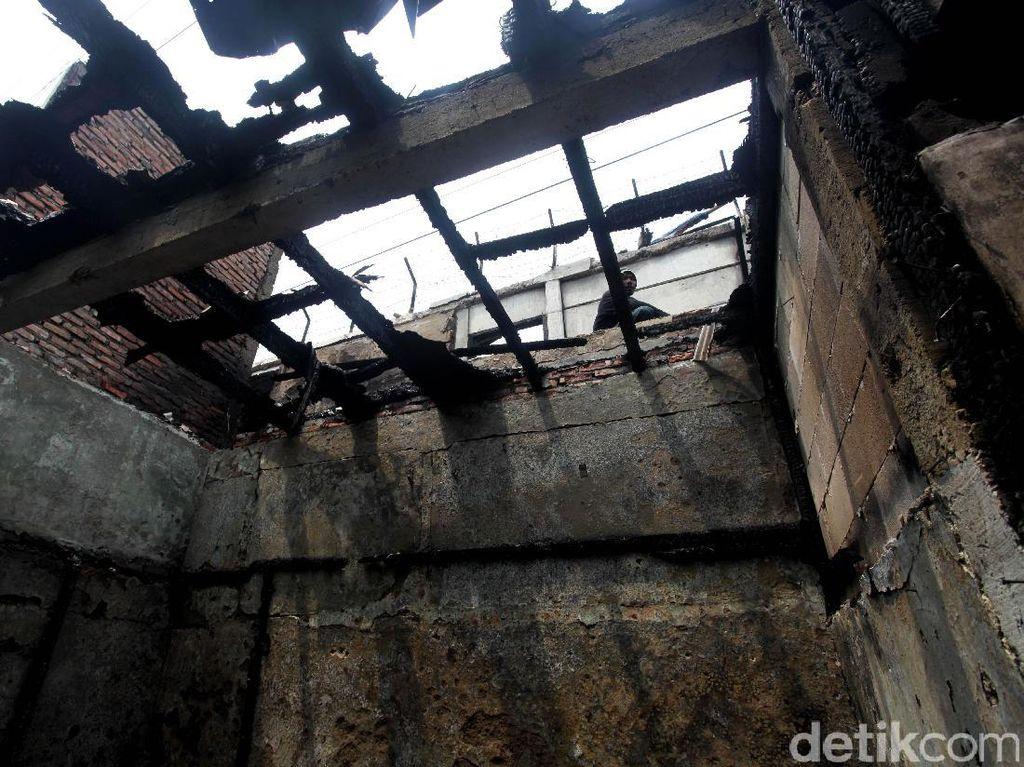 Kebakaran tersebut terjadi Kamis malam pukul 23.40 WIB.
