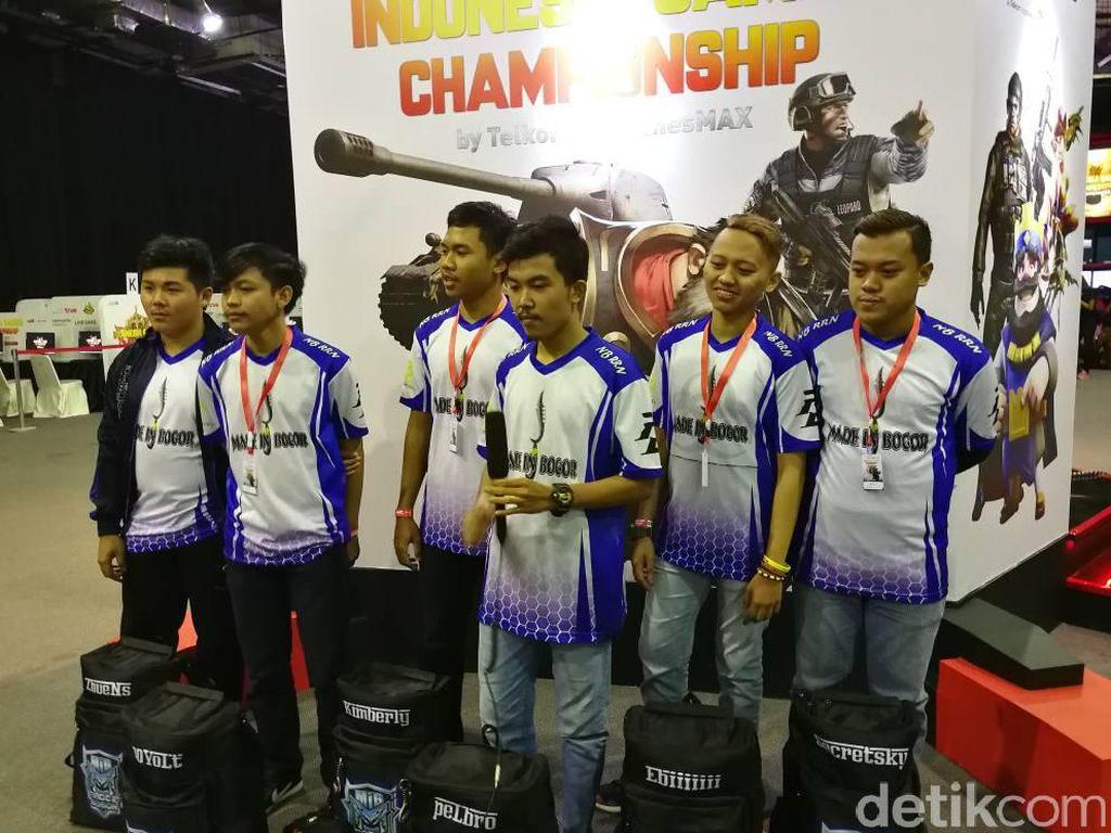 Terakhir adalah lenggak-lenggok cosplayer yang juga dihadirkan untuk meramaikan acara Indonesia Game Championship. Para peserta cosplay akan dinilai oleh dewan juri. (Foto: detikINET/Muhammad Alif Goenawan)