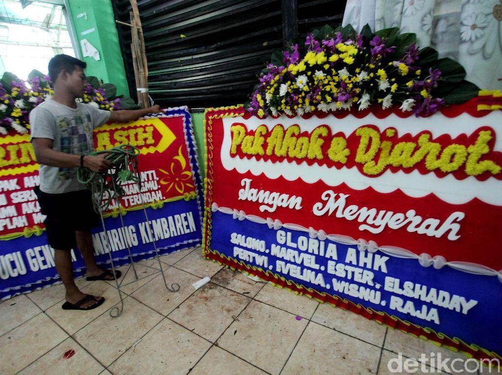Pedagang Bunga di Rawa Belong Banjir Pesanan