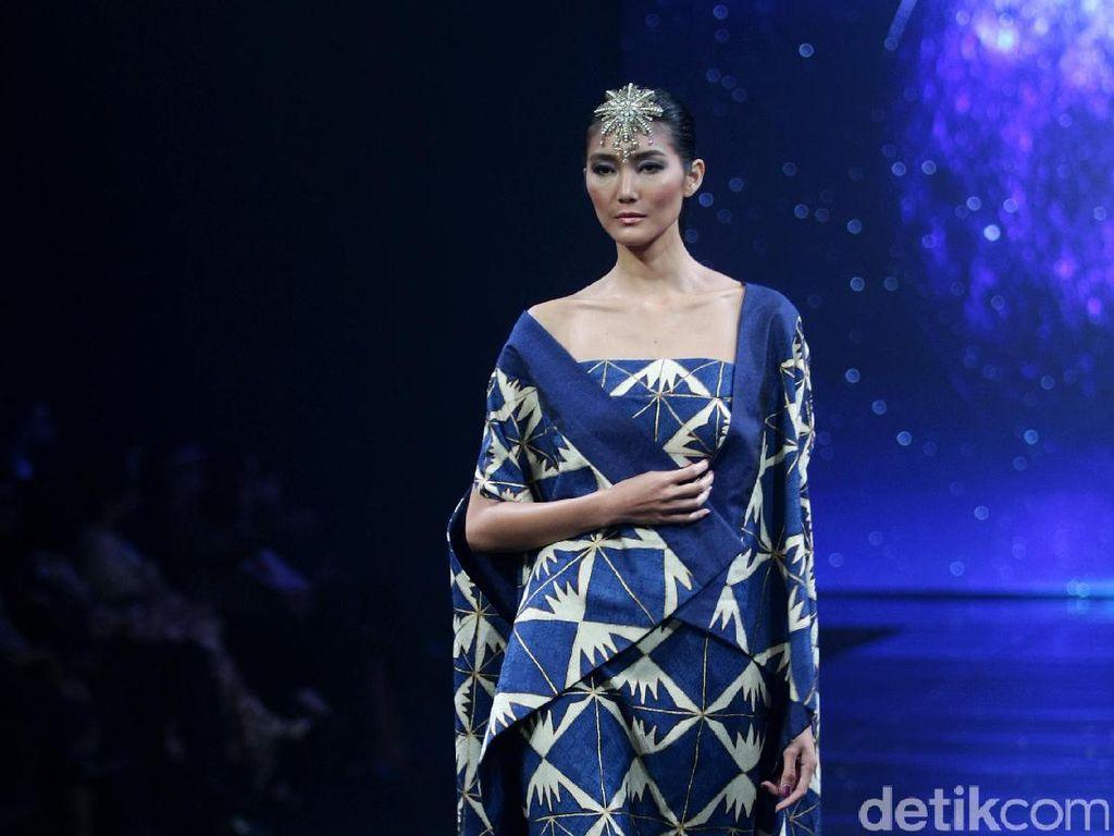 Foto: Koleksi Batik Terbaru Iwan Tirta