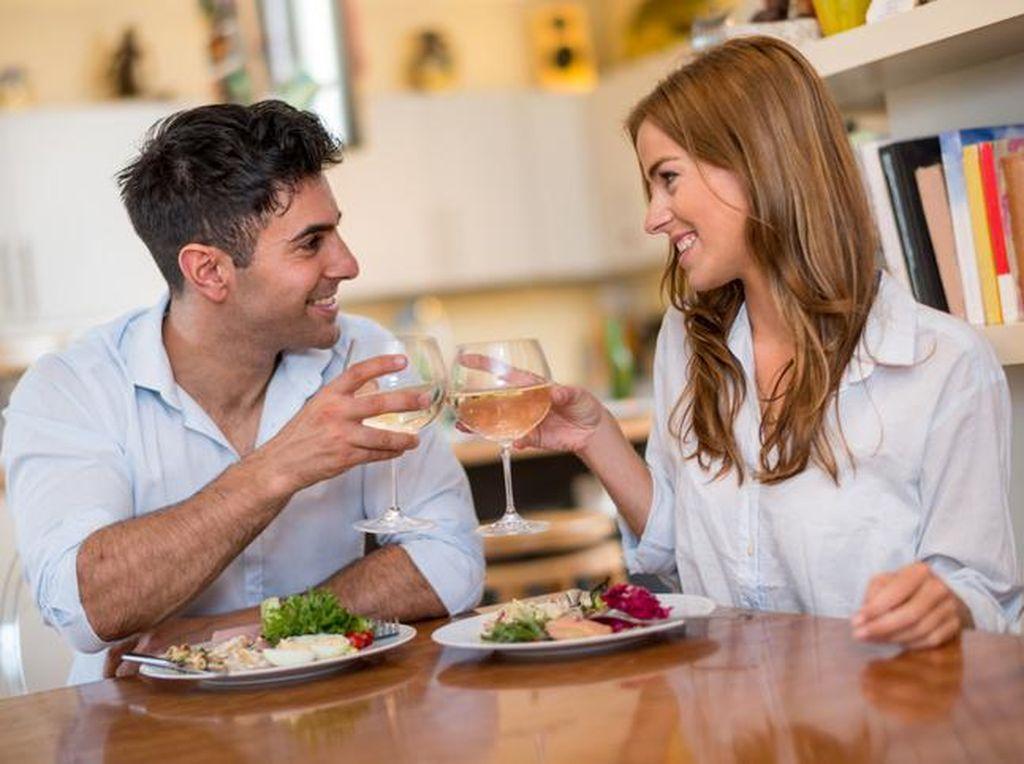 Agar Kencan Pertama Berjalan Lancar, Hindari Menyantap 8 Makanan Ini (1)