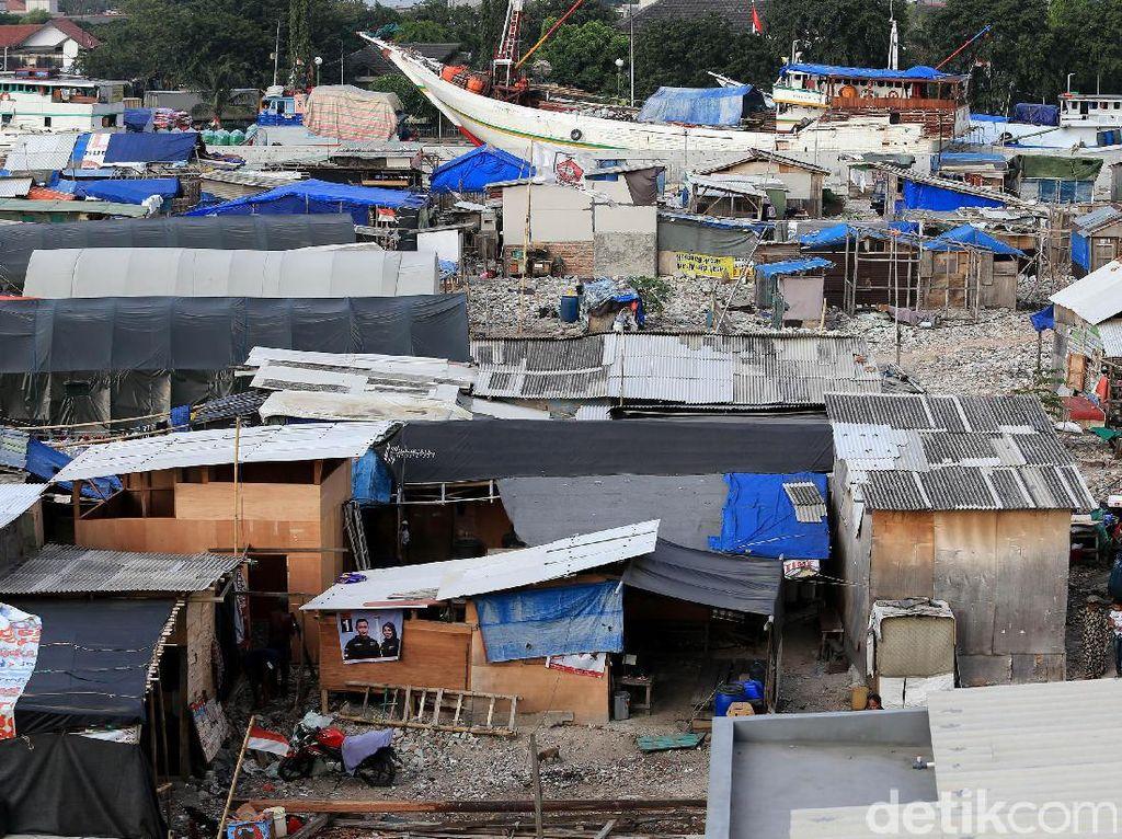 Bangunan Semi Permanen Menjamur di Bekas Gusuran Kampung Akuarium