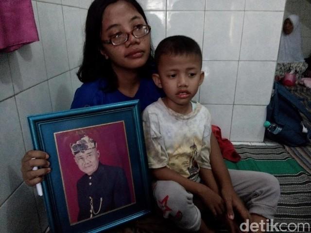 Foto Suasana di Rumah Duka Bambang Gentolet