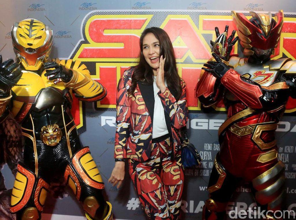 Luna Maya Tak Sendiri di Premiere Film Reino Barack