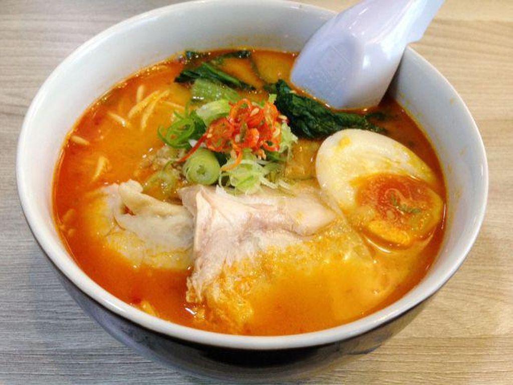 Mampir ke Teras Benhil Bisa Cicip Ramen Miso hingga Ayam Kampung Super Pedas