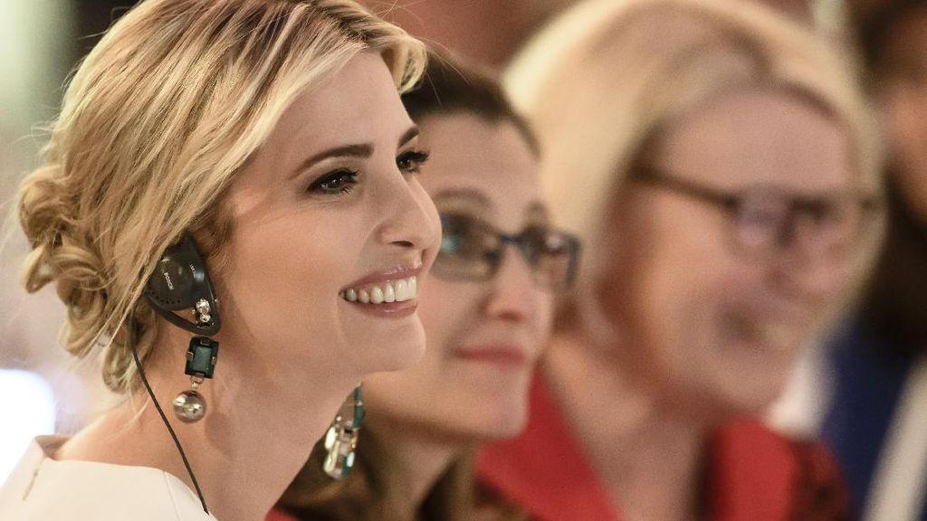 Pesan Tersembunyi Ivanka Trump Saat Pakai Anting Beda Kiri dan Kanan