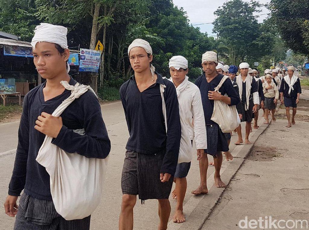 Tradisi Seba, Warga Baduy Jalan Kaki Ratusan Kilometer