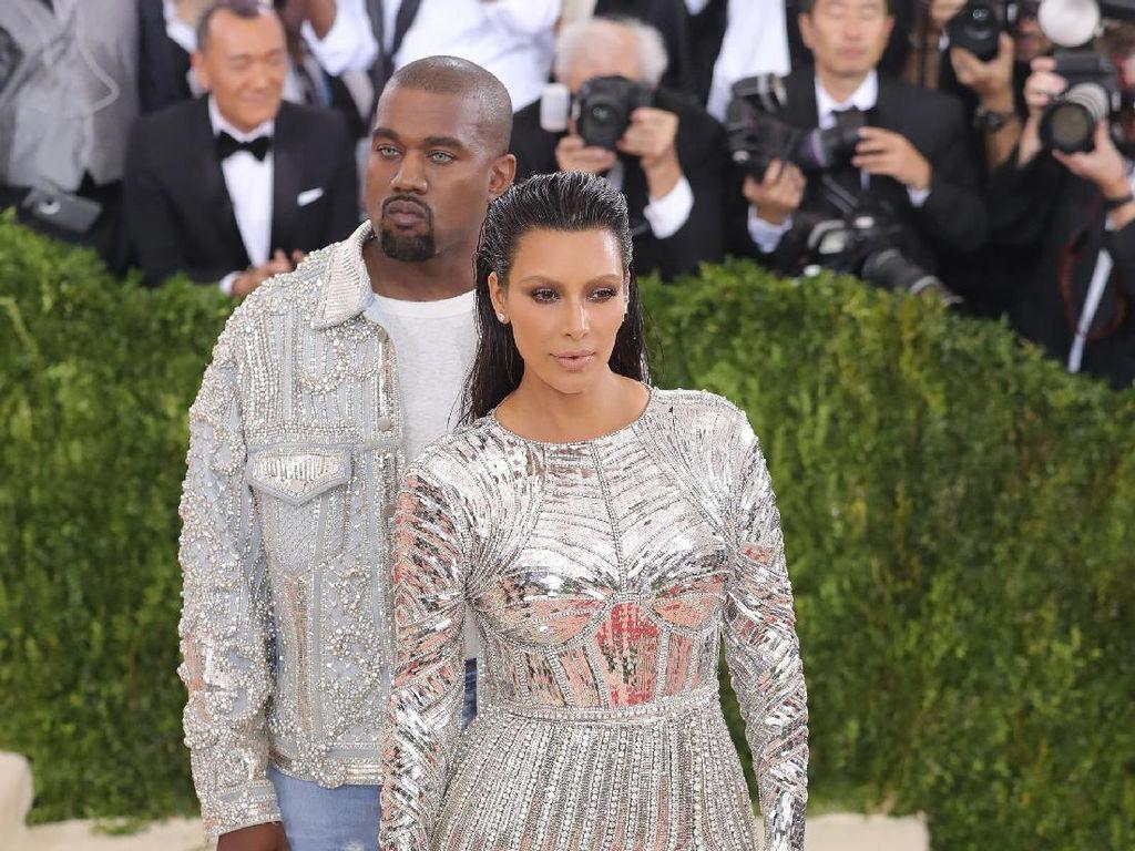 Hadiah Romantis Kanye West Untuk Kim Kardashian Rayakan Anniversary