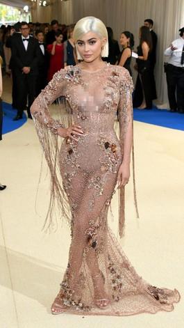 Foto: Kylie Jenner sampai Nicki Minaj, 10 Seleb Bergaun Seksi di Met Gala