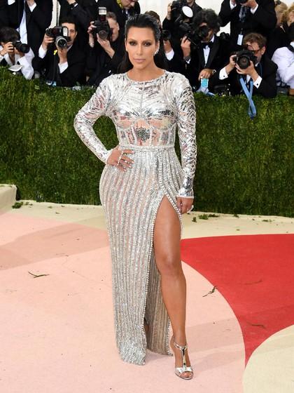 Saingi Kylie Jenner, Kim Kardashian Juga Rilis Makeup