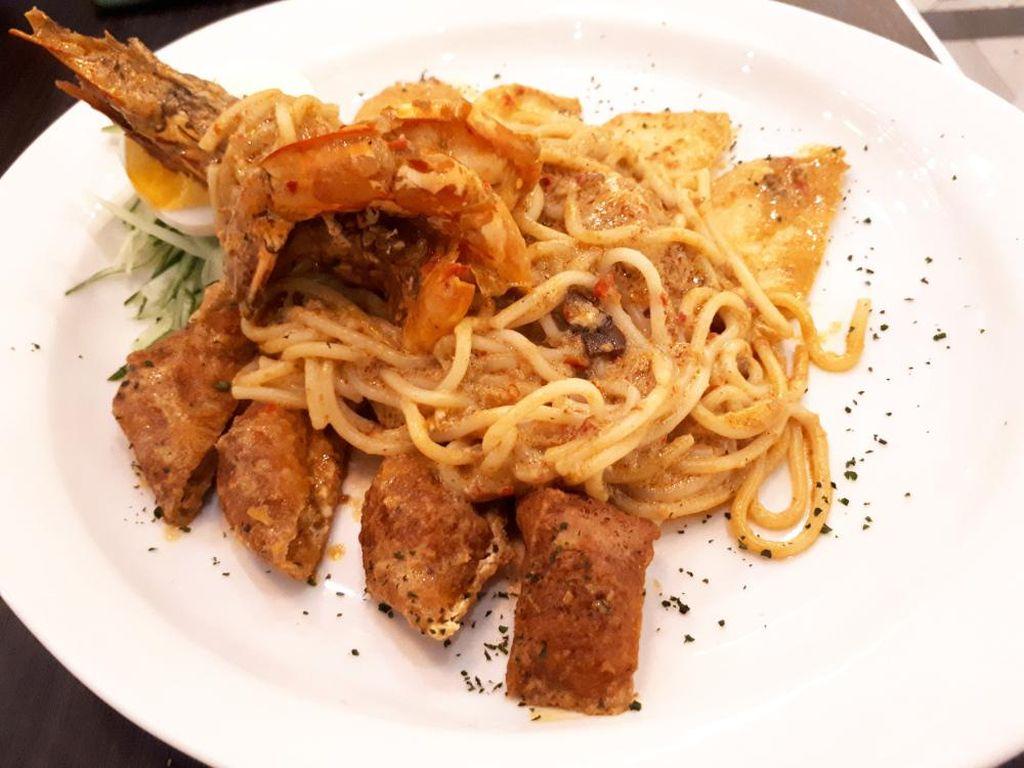 Enaknya Spaghetti Bersaus Laksa dan Nasi Goreng Tom Yum Aromatik