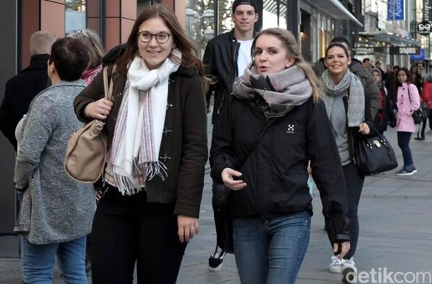 Menikmati Sore di Konigstrasse