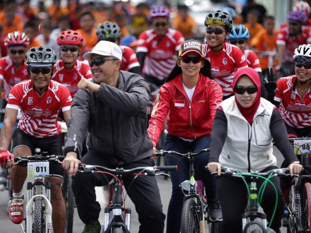 Gowes Pesona Nusantara melewati 90 kabupaten/kota di seluruh Indonesia dan akan berakhir di Magelang, Jawa Tengah, saat peringatan Hari Olahraga Nasional (HAORNAS), 9 September 2017 mendatang. Pool/Kemenpora.