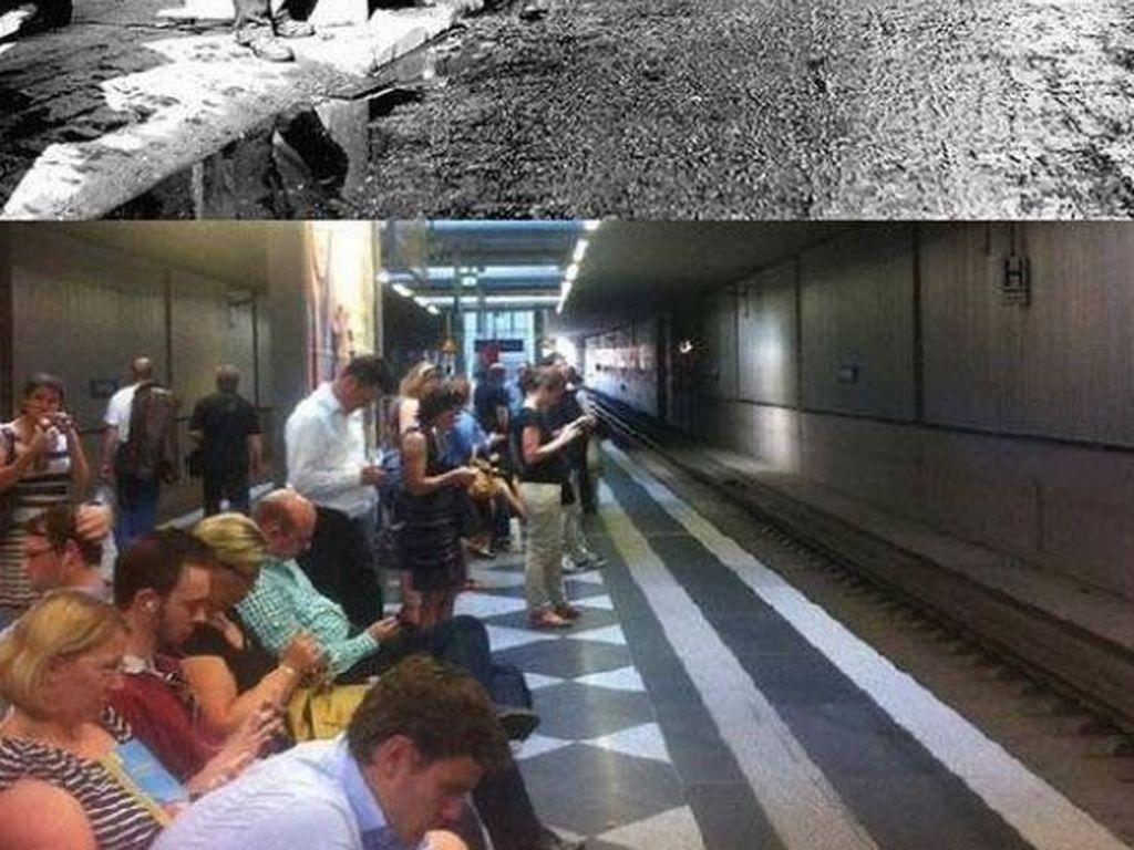 Dulu orang sibuk menunggu dengan membaca koran, kini sibuk dengan gadgetnya masing-masing. Foto: istimewa
